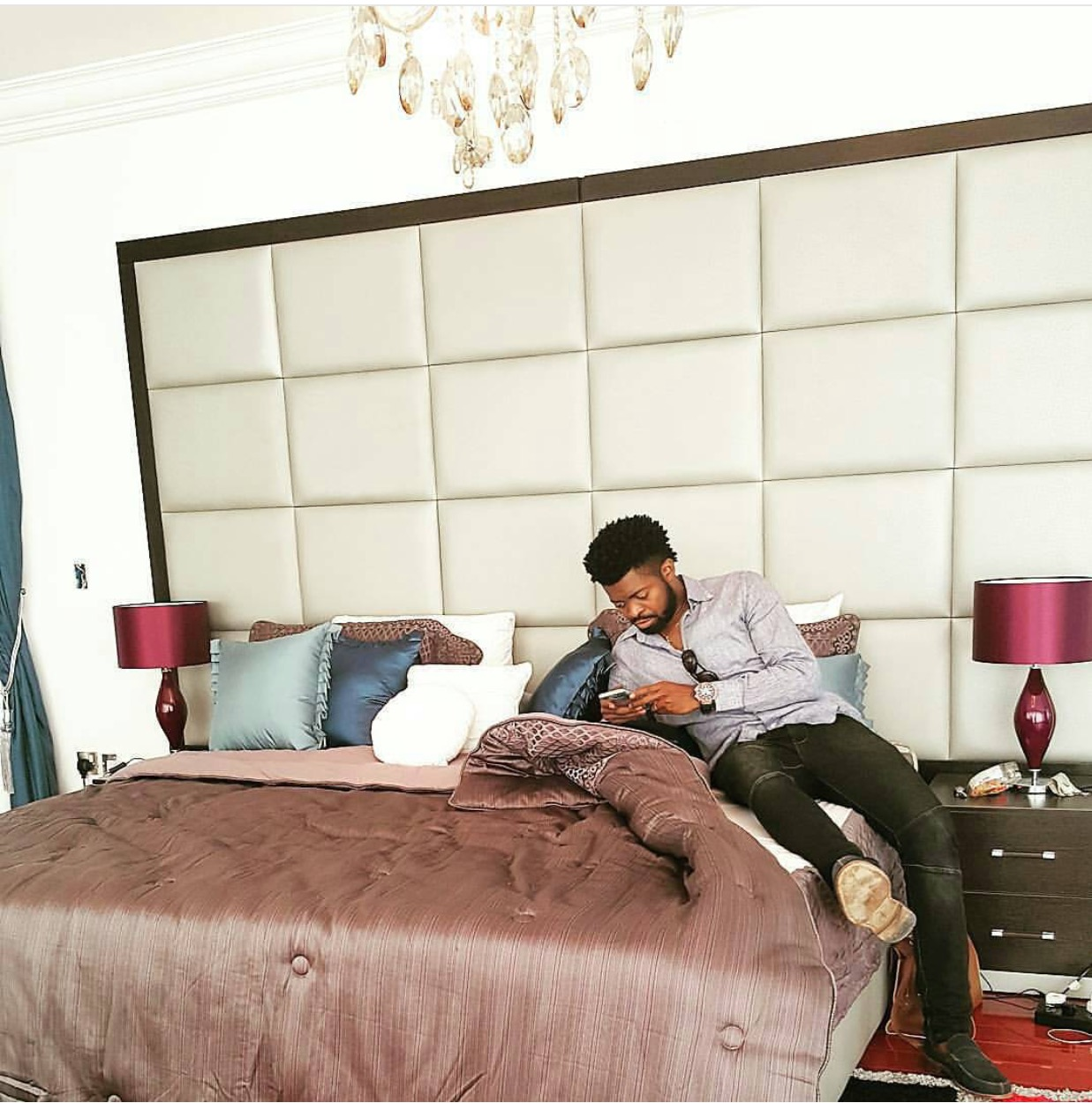 Spotted: Comedian Basket Mouth In Blogger Linda Ikeji's Bedroom
