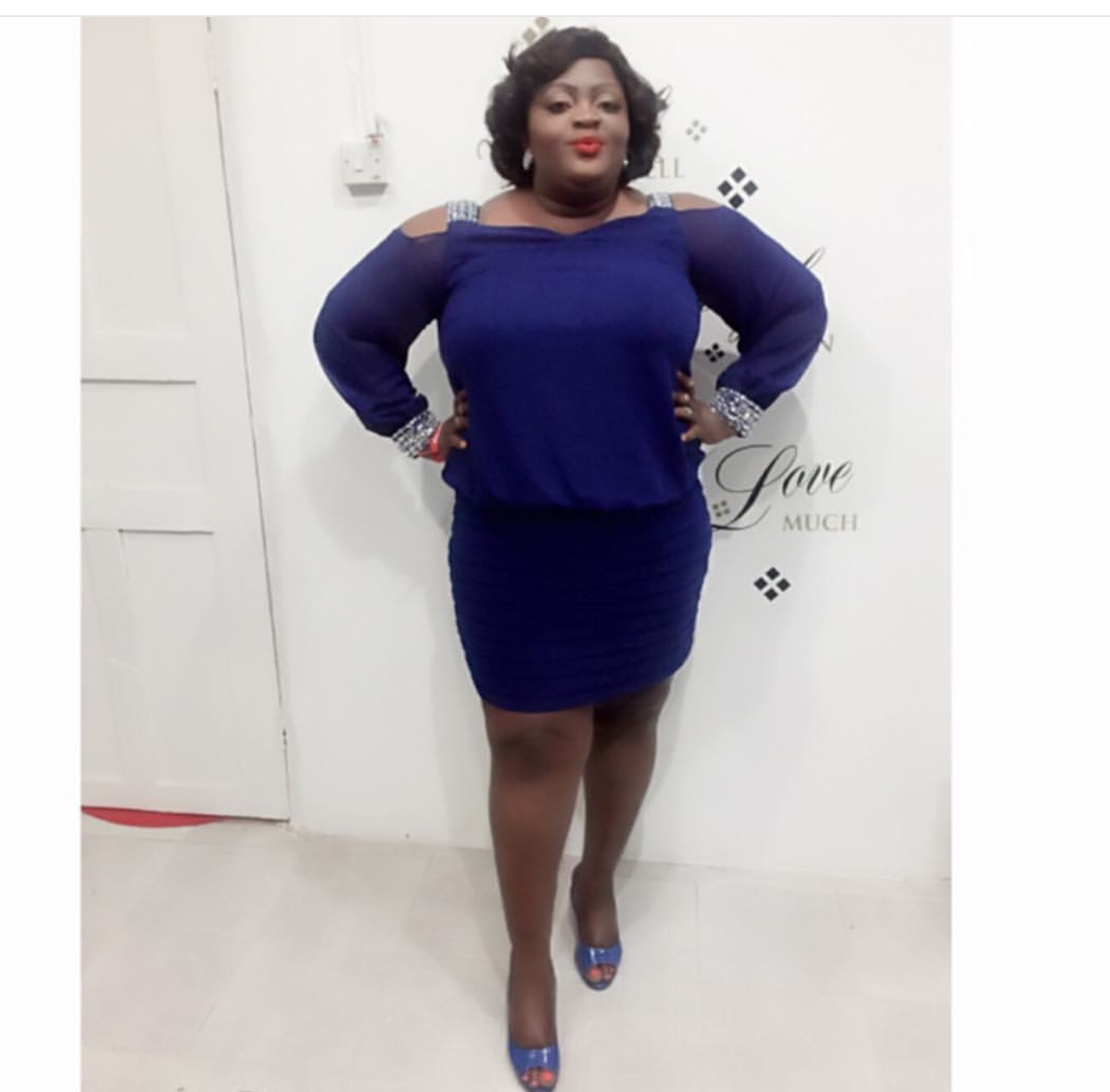 Must See Look: Eniolah Badmus Stuns In Blue To Olamide's Concert