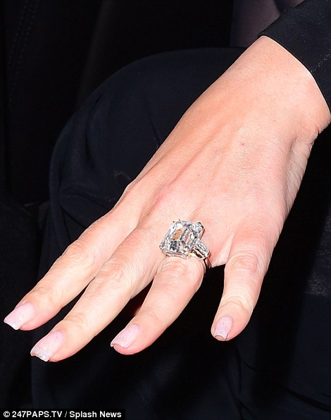 WOWZA! Newly Engaged Mariah Carey's Ring Is Gorgeous, Costs Over 1Billion In Naira(LOOK)