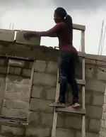 Dignity In Labour: Photo Of Pretty Lagos Female Bricklayer Goes Viral
