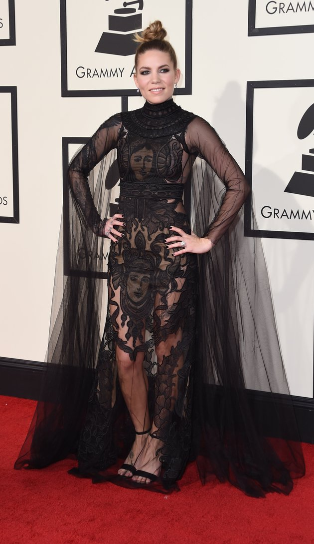 Skylar Grey arrives on the red carpet during the 58th Annual Grammy Music Awards in Los Angeles February 15, 2016. AFP PHOTO/ Valerie MACON / AFP / VALERIE MACON (Photo credit should read VALERIE MACON/AFP/Getty Images)