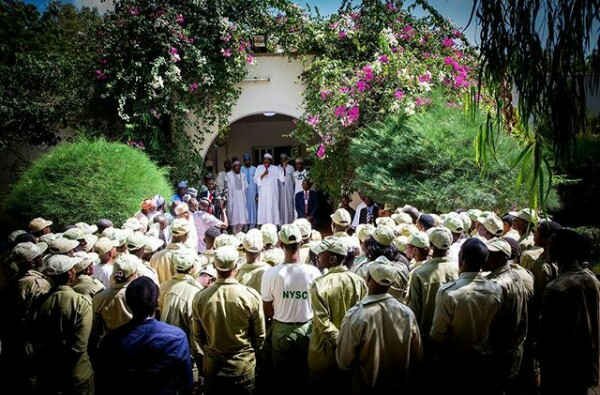 Buhari Recieves Corp Members Posted To His Hometown At His Residence