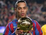 Barcelona Signs Ronaldinho Once Again!