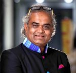 World's Most Generous Boss? Indian Diamond Tycoon Savji Dholakia Gifts 1,200 cars, 400 Apartments to over 1,600 Hardworking Employees