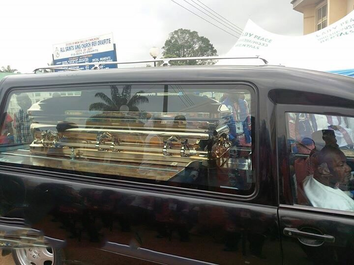 What Recession? Pa Benneth Offor, Father Of Billionaire Business Man Sir Emeka Offor Buried In Gold Casket