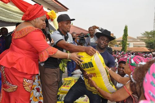 Merry Christmas! Billionaire Emeka Offor Gives Over 2000 Widows Bag Of Rice And Chicken (Photos)