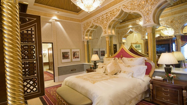 Amazing photos showing the interior of the king of saudi for Arabian bedroom ideas