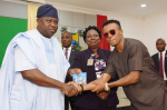 Humblesmith Presents Latest Single 'Beautiful Lagos' To Gov. Ambode [Pictures]