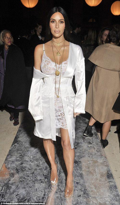 Kim Kardashian Starts New Pierced Nail Trend((Look)