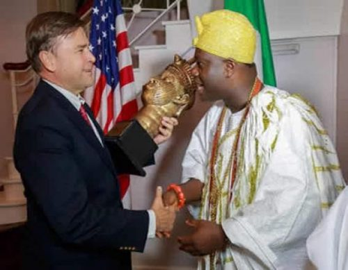 Ooni Of Ife Meets With U.S Ambassador, Gifts Him Ancient Artifact