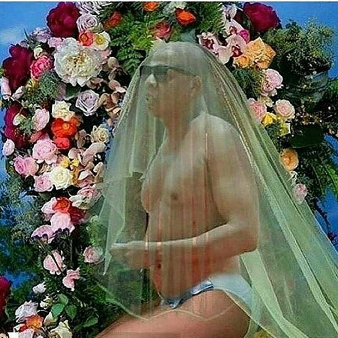 Have you seen these hilarious Memes & recreations of Beyonce's pregnancy photo?