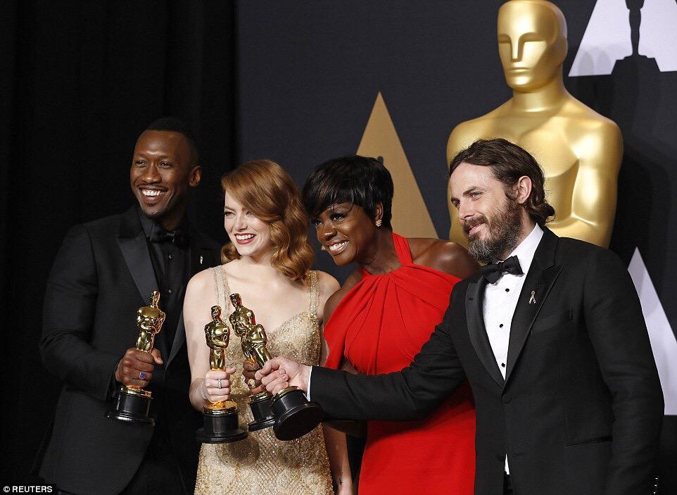 Photo Speak: Mahershala Ali, Emma Stone, Viola Davis, Casey Affleck Pose With Their Oscars