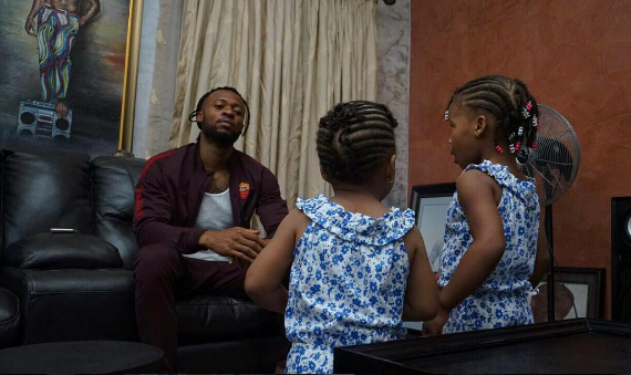 Singer, Flavour And Daughters Locked In Deep Conversation | What Could They Be Talking About?