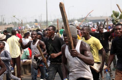 Mayhem Unleashed As Yoruba Youths Clash With Hausa In Ile Ife