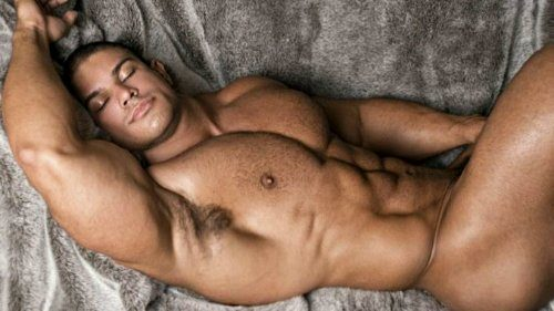 Reasons Why Men Must Sleep Naked!