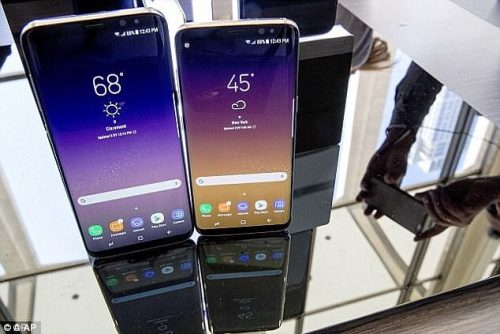 Frustrated Users Of Galaxy S8s Report Phone Is restarting Itself