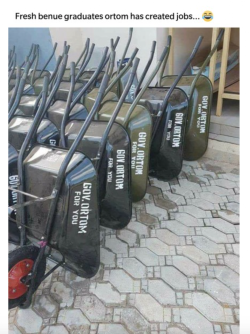 Governor Ortom Empowers Benue Youths With Wheel Barrows (photo)