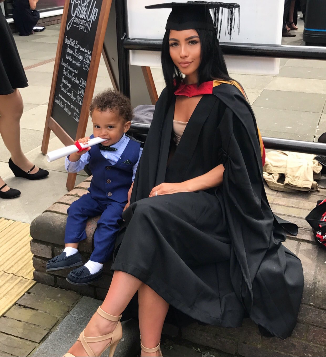 #Beautyandbrains : 22 Year Old Mum Becomes Internet Sensation After Graduating With 2.1 CGPA In Law
