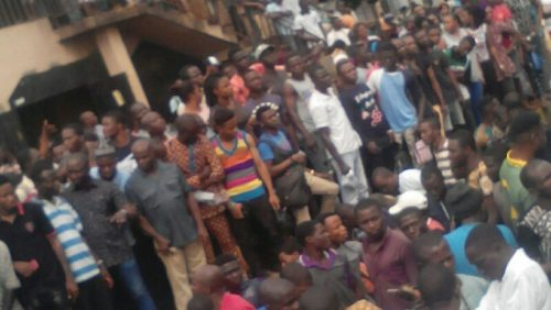 Pandemonium As Suspected Ritualist Is Burnt Alive At Obadeyi Lagos